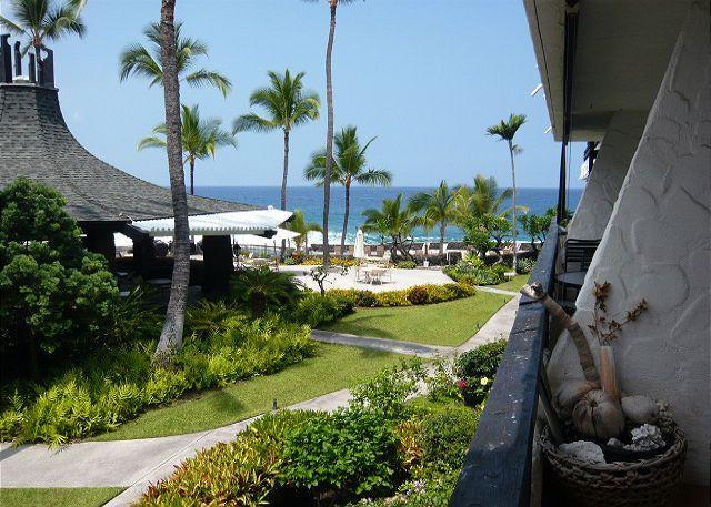 Lanai with Ocean View - Casa de Emdeko 232 - Kailua-Kona - rentals