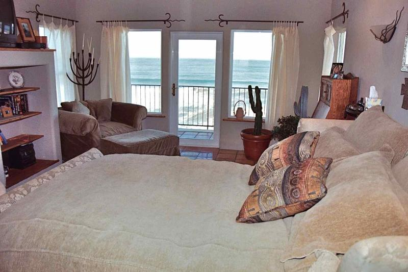 Master Bedroom - Hacienda Beach House - Gold Beach - rentals