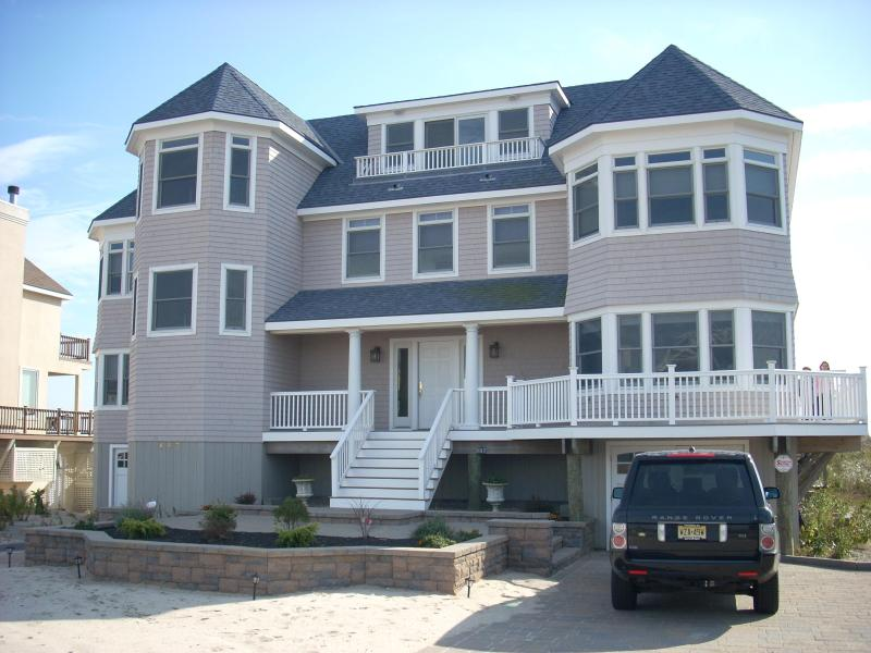 front of house from dune road - Spectacular Oceanfront Hamptons Beach Home-Dune Rd - Westhampton Beach - rentals
