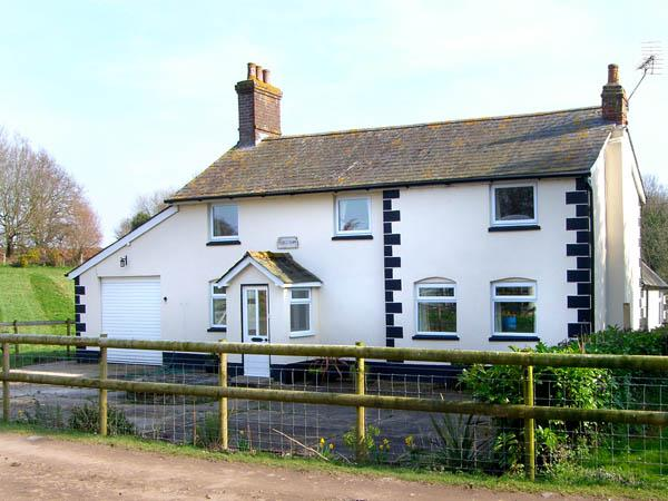 BRIDGE FARMHOUSE, family friendly, country holiday cottage, with a garden in Verwood, Ref 2897 - Image 1 - Verwood - rentals