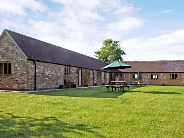 THE DAIRY, family friendly, country holiday cottage, with a garden in Clifford Chambers, Ref 2255 - Image 1 - Clifford Chambers - rentals