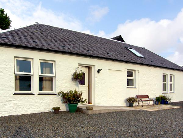 DARNHAY COTTAGE, family friendly, character holiday cottage, with open fire in Mauchline, Ref 2289 - Image 1 - Mauchline - rentals