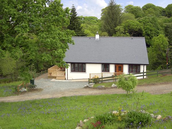 BLUEBELL COTTAGE, family friendly, country holiday cottage, with a garden in Kilmartin, Ref 2333 - Image 1 - Kilmartin - rentals