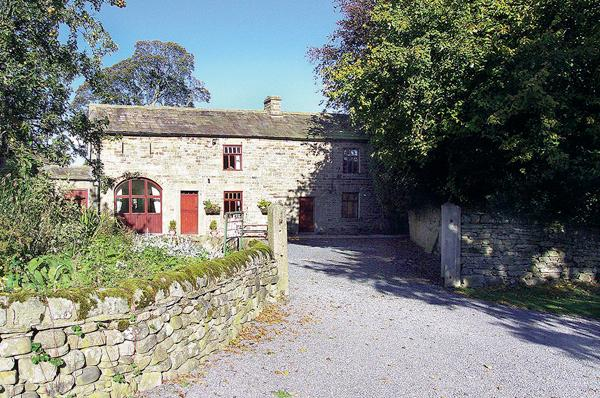 WESTFIELD COTTAGE, pet friendly, character holiday cottage, with a garden in Mickleton Near Middleton-In-Teesdale, Ref 558 - Image 1 - Mickleton - rentals