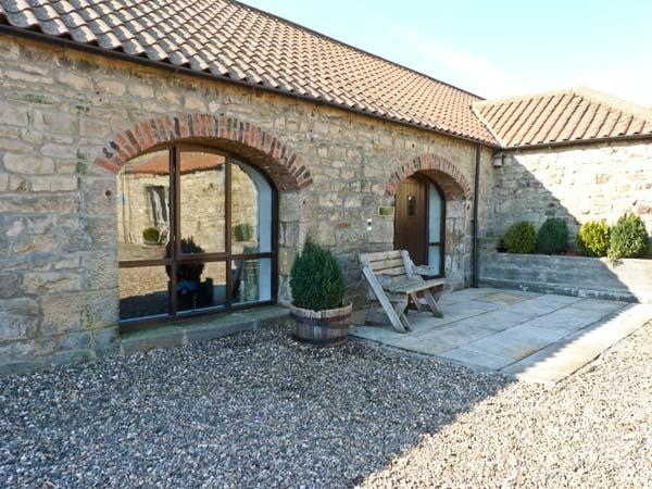 THISTLE CLOSE, pet friendly, character holiday cottage, with a garden in Staindrop Near Barnard Castle, Ref 894 - Image 1 - Barnard Castle - rentals