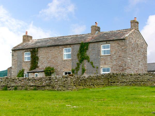 SCHOOLMASTER PASTURE, family friendly, character holiday cottage, with a garden in Hurst Near Reeth, Ref 904 - Image 1 - Hurst - rentals