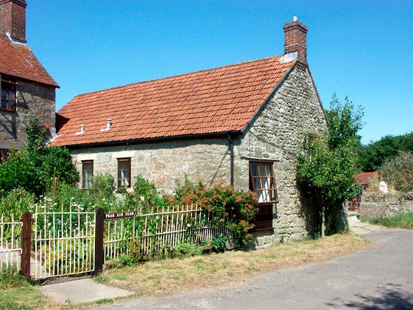 THE OLD BULL STALL, pet friendly, country holiday cottage, with a garden in Penselwood, Ref 1763 - Image 1 - Wincanton - rentals