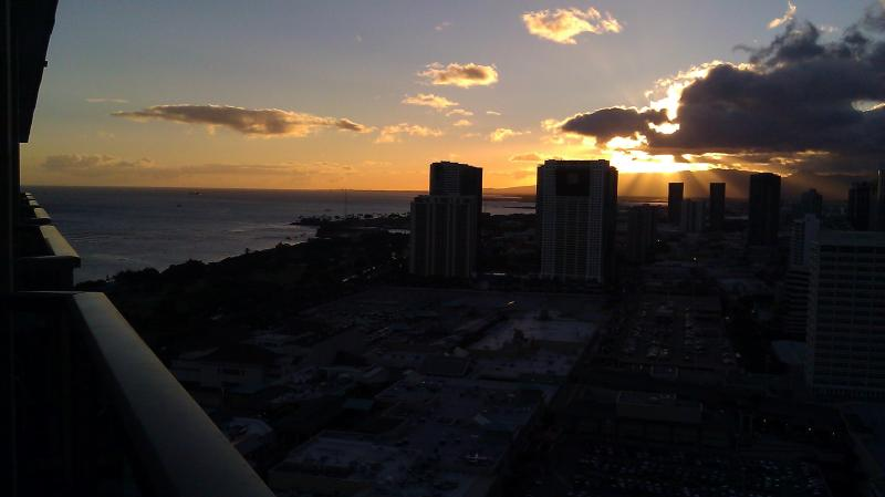 Sunset Partial Ocean /City / Mtn views from our private lanai on the TOP FLOOR at Ala Moana Hotel! - Wow- Sunset Ocean Vws from this PENTHOUSE studio - Honolulu - rentals