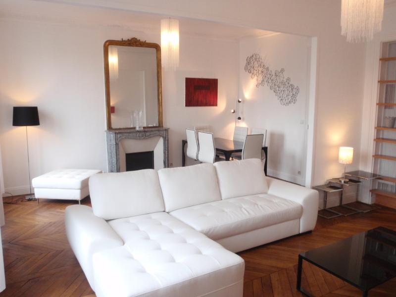 The big living room - 50 m2 (570 sq ft) Design apartment w/balcony -  In the heart of Paris - Paris - rentals
