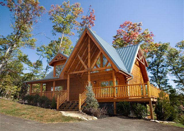 Classic 3 Bedroom Luxury Log Cabin with 3 baths, 3 Kings and Game Room - Image 1 - Gatlinburg - rentals