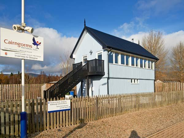 SIGNAL BOX, character holiday cottage, with a garden in Newtonmore, Ref 1304 - Image 1 - Newtonmore - rentals
