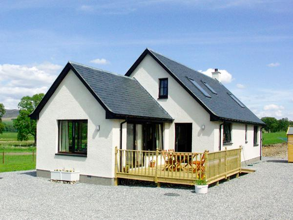 CREAG-NA-SANAIS, family friendly, country holiday cottage, with a garden in Laggan, Ref 1701 - Image 1 - Laggan - rentals
