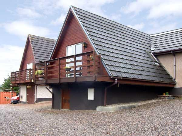 LARCHFIELD CHALET 2, pet friendly, country holiday cottage, with a garden in Strathpeffer, Ref 3558 - Image 1 - Strathpeffer - rentals
