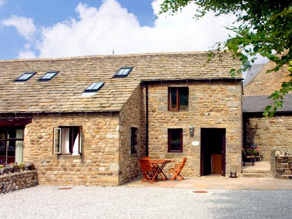 GRANGE COTTAGE, character holiday cottage, with a garden in Buckden, Ref 1574 - Image 1 - Buckden - rentals