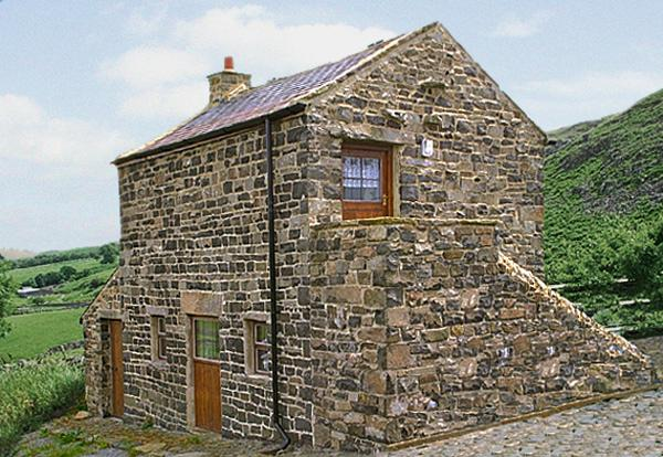 MEADOWS EDGE, pet friendly, character holiday cottage, with a garden in Holwick Near Middleton-In-Teesdale, Ref 356 - Image 1 - Barnard Castle - rentals