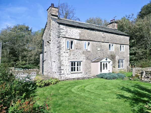 FLESHBECK COTTAGE, pet-friendly, character holiday cottage, with open fire in Kirkby Lonsdale, Ref 916 - Image 1 - Kirkby Lonsdale - rentals