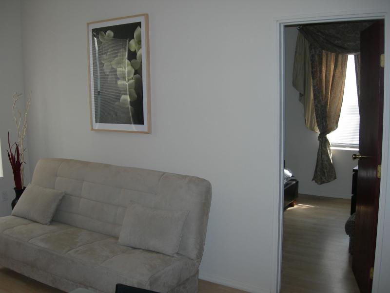LIVING ROOM AREA - NYC 30 min by  Subway, Brooklyn, Brighton Beach - Brooklyn - rentals