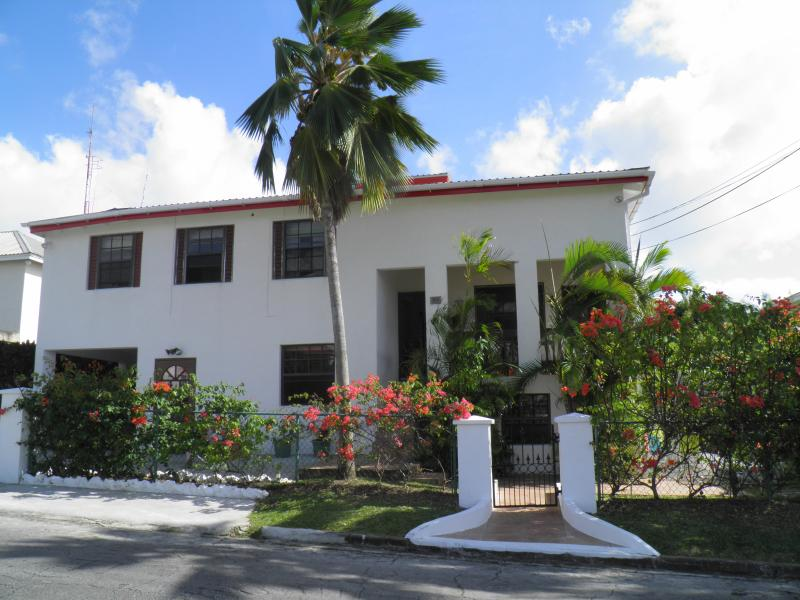Adawna - Adawna apartment, a home from home with pool - Paynes Bay - rentals