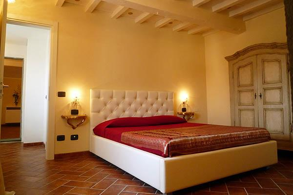 Bright 4 Bedroom Apartment in Duomo Area of Florence - Image 1 - Florence - rentals