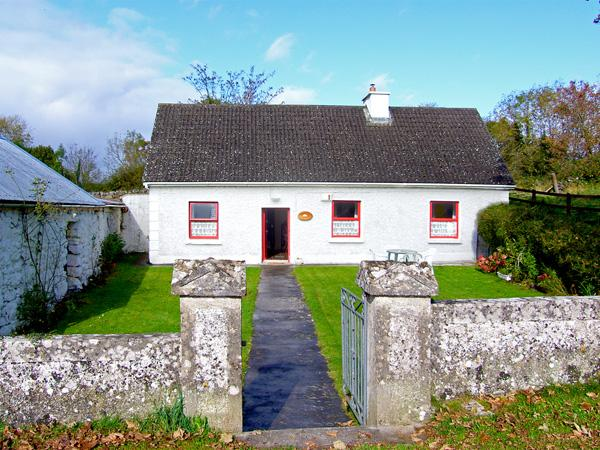 MICKEY'S COTTAGE, pet friendly, with a garden in Kinvara, County Galway, Ref 3690 - Image 1 - Kinvara - rentals