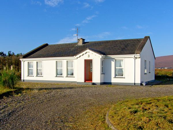 GLENVALE COTTAGE, family friendly, character holiday cottage, with a garden in Achill Island, County Mayo, Ref 3712 - Image 1 - Achill Island - rentals