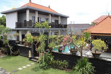 view garden en entrance - STUNNING 6 BEDROOM VILLA (13 PERS) IN TOP LOCATION ! - Seminyak - rentals