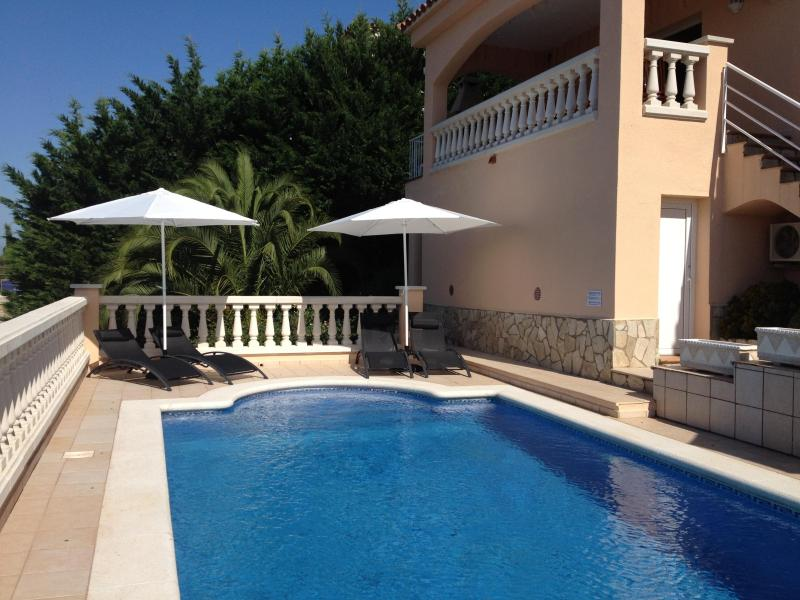 Pool with sunbeds - Casa Leander, Luxury private villa and pool, Roses - Roses - rentals