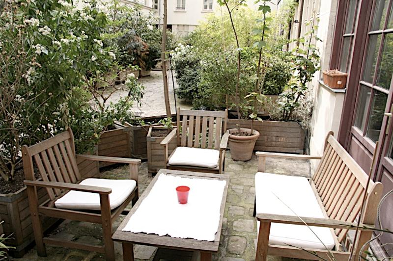 Private Courtyard for Apartment for personal enjoyment and extra space - *Ask about airport transfer-Private Terrace Amelot - Paris - rentals