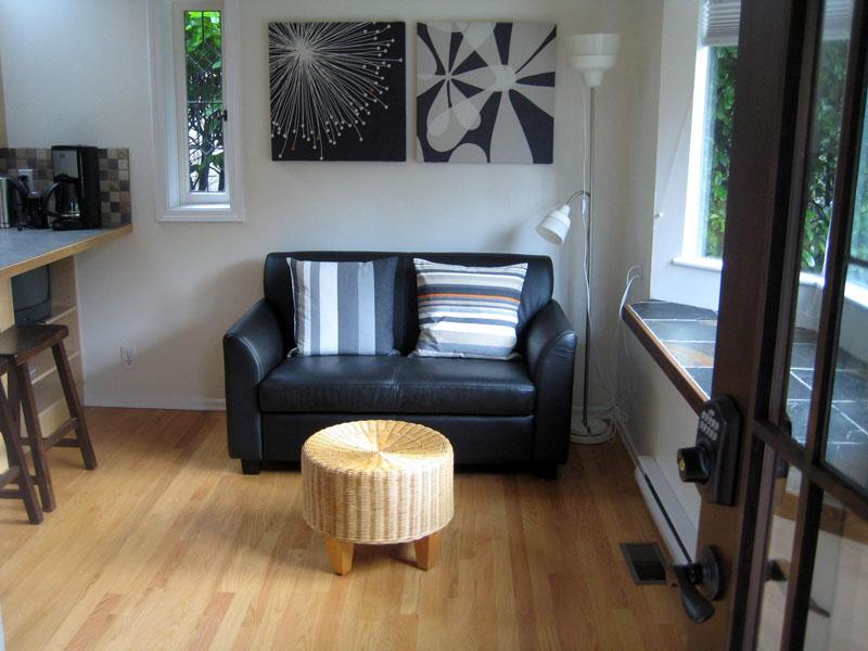 Living Room - SuiteSweetSuite : Private Garden : KAYAK HIKE SKI - West Vancouver - rentals