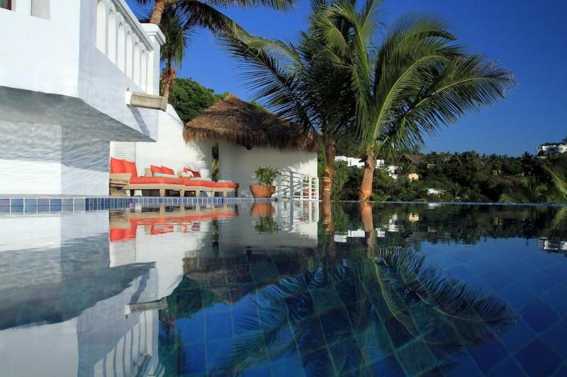 Sun Deck and swimming pool - Beachfront Villa in La Punta, Manzanillo, Mexico - Manzanillo - rentals