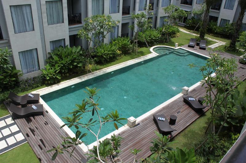 view pool - STUNNING ONE BEDROOM APARTMENT IN UMALAS RESIDENCE - Kuta - rentals