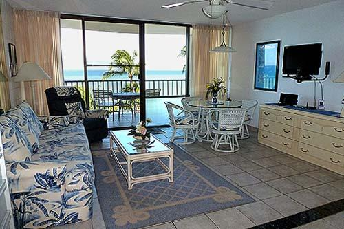 607 Living Room Looking Out at Ocean - Maui dream vacation at oceanfront studio - Lahaina - rentals