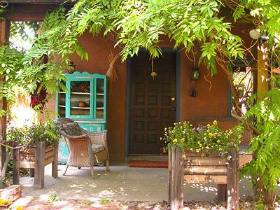 True Santa Fe style, situated in a quiet and peaceful garden. - Alexanders Inn Vacation Rentals - Cottage - Santa Fe - rentals