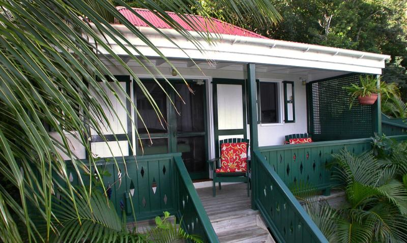 Exterior of Windwardside Guest Cottage - Windwardside Cottage: ocean view, spa, quiet, roma - Coral Bay - rentals