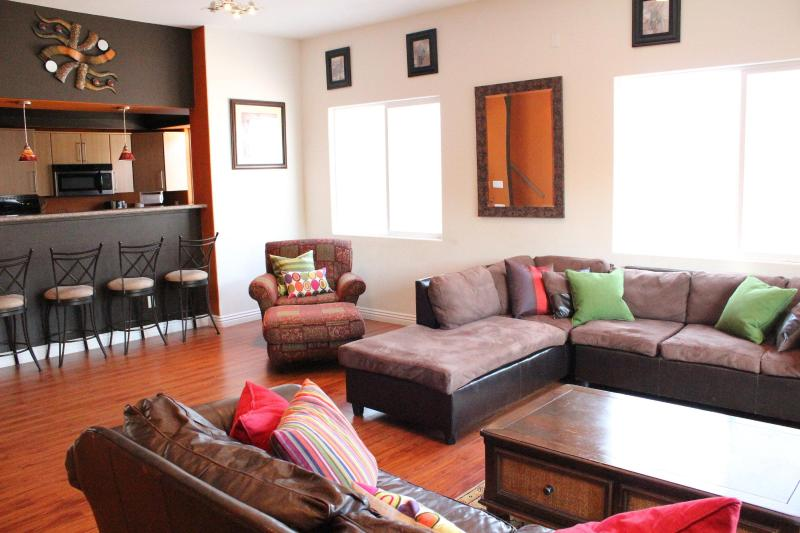 Spacious Living Room - Modern Townhome adj. to Pasadena- Special $175/nt - Los Angeles - rentals