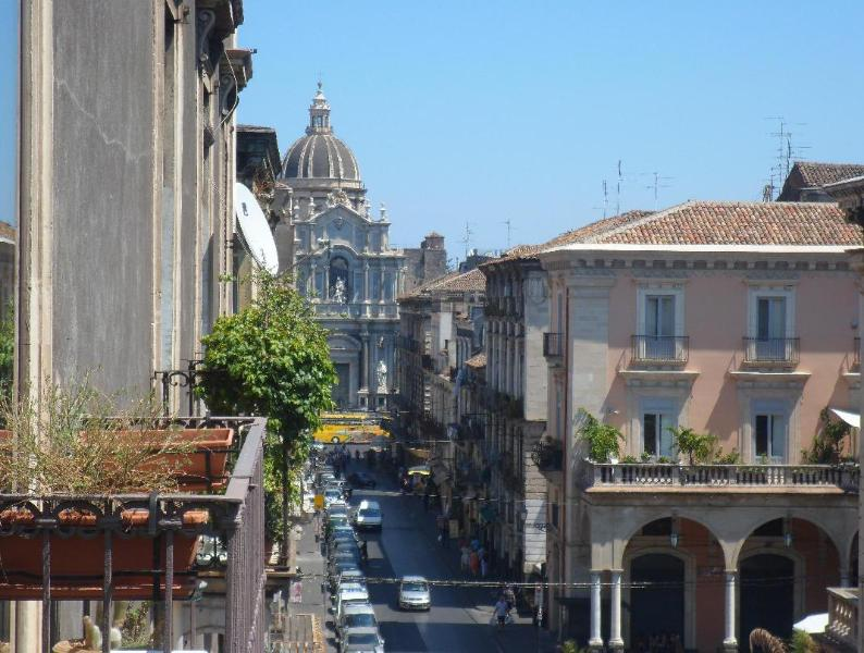 View from balconies - Just right for the perfect city escape up to 11 ! - Catania - rentals