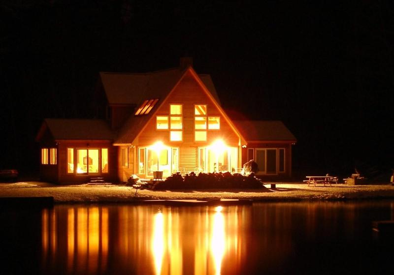 The House at Night - Fall/ Winter- Spectacular Setting-Family- Ski Sled Hike Fish Relax - Stockbridge - rentals