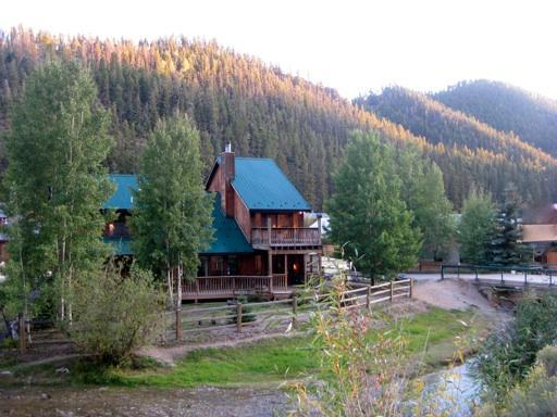 Lucky River Retreat- on the river! - Huge Cabin on River w/ Pool Table!  4th nt. FREE! - Red River - rentals