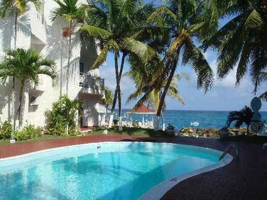 View from the balcony - Beachfront Condo Cable WiFi Awesome Sea view $108 to $118 - Ocho Rios - rentals