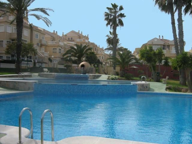 Stunning pool, known as the best in the area - Lovely ground floor 2 bed apartment stunning pool - Torrevieja - rentals