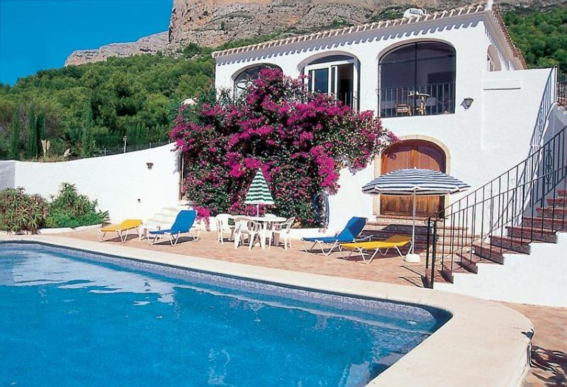Relax on a lounger or cool off in the private pool - Villa Carls Jávea, pool, air-con, wifi, great view - Javea - rentals