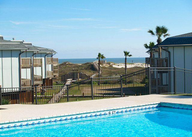 2 bedroom 2 bath condo located in Beachhead Condos on the Gulf of Mexico - Image 1 - Port Aransas - rentals