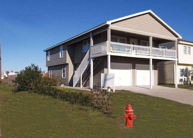 4 bedroom 2 bath home with nice deck and a private hot tub, pet friendly - Image 1 - Port Aransas - rentals