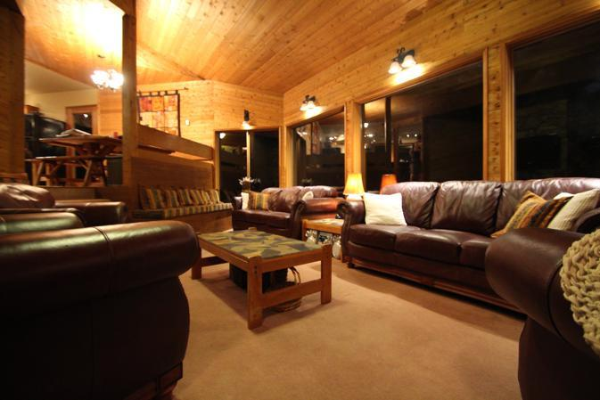 spacious living room, ideal for games, conversations or meetings - PINETREE CHALET WHISTLER *see PRICING notes below* - Whistler - rentals