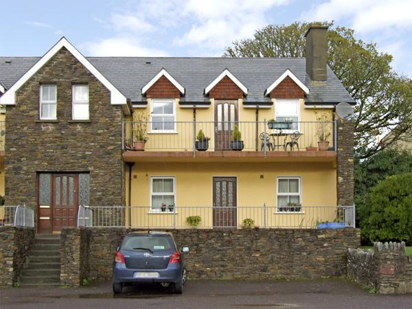 4 BELL HEIGHTS APARTMENTS, family friendly, with a garden in Kenmare, County Kerry, Ref 3736 - Image 1 - Kenmare - rentals