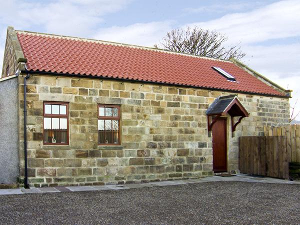 LANES BARN, family friendly, character holiday cottage, with a garden in - Image 1 - Glaisdale - rentals