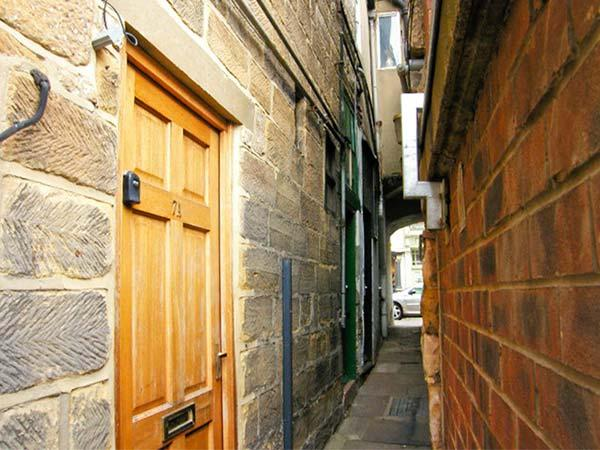 SMUGGLERS NOTCH, family friendly, character holiday cottage in Whitby, Ref 3758 - Image 1 - Whitby - rentals