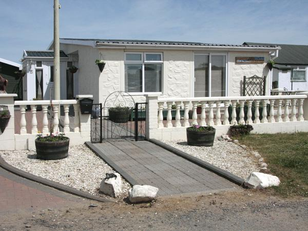 BEACHCOMBER COTTAGE, pet friendly, with a garden in Southerness, Ref 3742 - Image 1 - Southerness - rentals