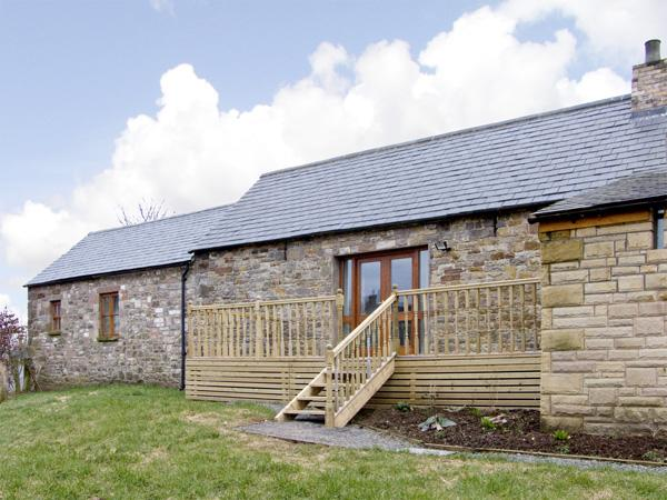 THE BYRE, pet friendly, character holiday cottage, with hot tub in Milton, Ref - Image 1 - Milton - rentals