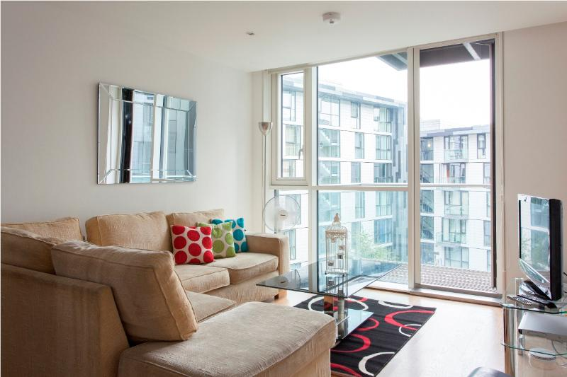 Times Square 2 Bedroom Apartment in London - Image 1 - London - rentals